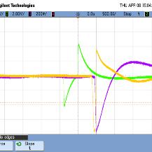 Das Bild zeigt die Signale von Ladungsverstärkern an verschiedenen Strahldetektoren (grün: 20 cm Influenzsensor, gelb: Messgitter, violett: Target).