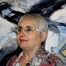 Aurora Valero vor einem ihrer Gemälde