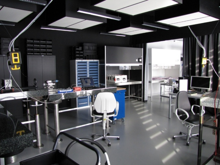 Optics laboratory in the integration room